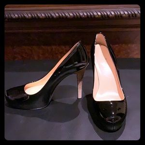 Kate Spade Black patent pump with stacked stiletto